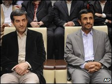 Esfandiar Rahim Mashaie (l) with Mahmoud Ahmadinejad (22 July 2009)