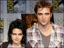 Kristin Davis and Robert Pattinson