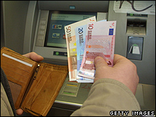 Cashpoint in Berlin (file pic)