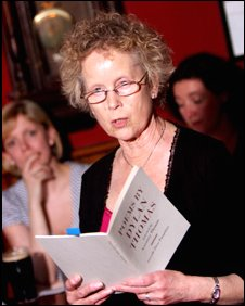Aeronwy Ellis at a New York poetry reading