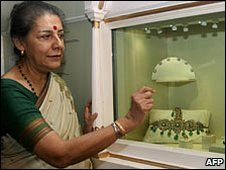 Ambika Soni, visiting an exhibition in September 2007