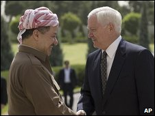 Robert Gates (right) shakes hands with Masood Barzani at their meeting in Irbil