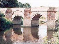 Holt and Farndon Bridge