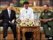 UN Secretary-General Ban Ki-moon, left, meets with Burma's Senior General Than Shwe