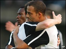 Bobby Zamora celebrates his opener