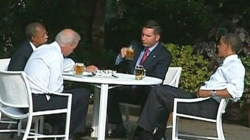 Henry Louis Gates and Obama hosts beers in the garden
