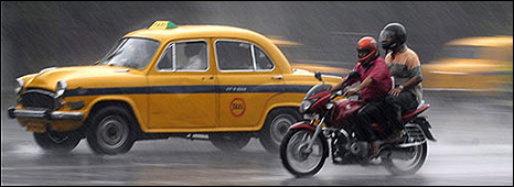 Traffic in the rain (Image: BBC)