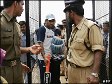 Mahindra Singh Dhoni with security