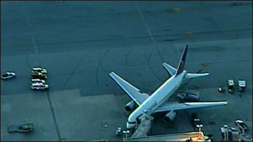 Continental Airlines plane on tarmac in Miami