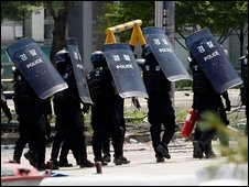 South Korea riot police at Ssangyong factory - 4 August 2009