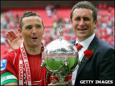 Paul McCarthy and Liam Daish with the 2008 FA Trophy