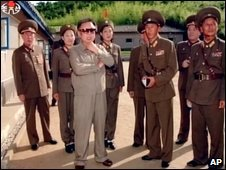 Kim Jong Il visits a military unit (Yonhap, October 2008)