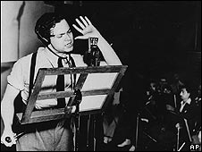 Orson Welles performs his famous radio version of The War of the Worlds