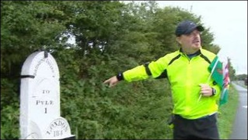 Mile marker and Eddie Izzard