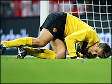 Edwin Van der Sar picked up the injury in Germany