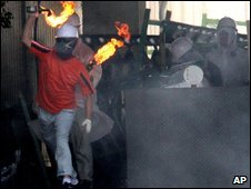 Worker occupying Ssangyong car plant throwing fire bomb - 5 August 2009