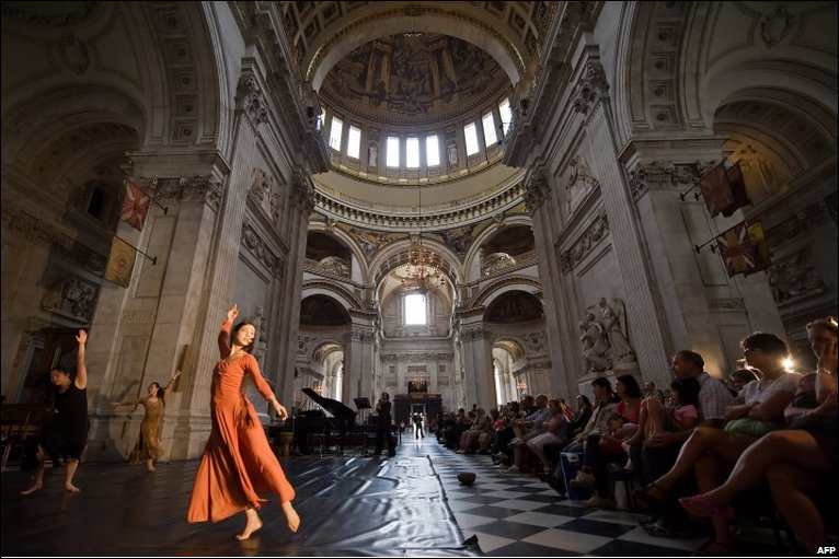 dancer in St Pauls Cathedral in London