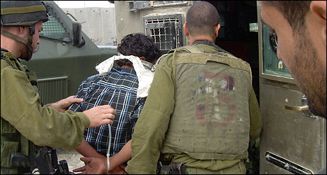 Israeli soldiers arrest boy near Qalandia, Sept 2008