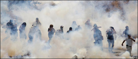 Protesters and tear gas at Bilin, 24.07.09