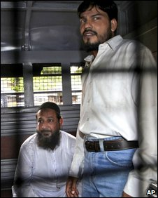 Haneef Sayyed (left) and Ashrat Ansari are seen in a police van outside the Arthur Road Jail in Mumbai, 6 August