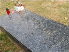 Benny's grave