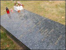 Benny's grave