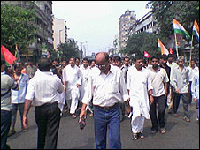 Old transport owners in calcutta protest aganst the vehicle ban