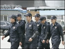 South Korean police at Ssangyong's plant in Pyeongtaek - 6 August 2009