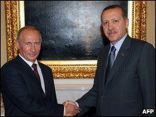 Russian Prime Minister Vladimir Putin (L) shakes hands with his Turkish counterpart Recep Tayyip Erdogan in Ankara, Turkey, 6 August 2009