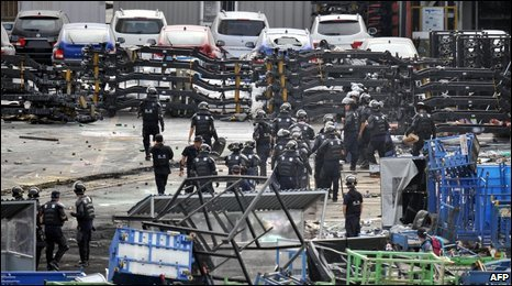 Riot police walk through barricades at Ssangyong Motor in Pyeongtaek, south of Seoul, 6 August