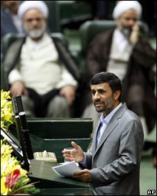 Mahmoud Ahmadinejad speaks after being sworn in as president (5 August 2009)