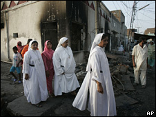 Pakistani nuns visit a Christian area in Gojra after members of the community were attacked after rumours that they desecrated the Koran