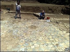 Archaeologists at a villa in Italy believed to be the birthplace of the Emperor Vespasian, 5 August 2009