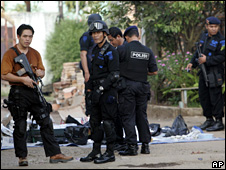 Police outside the house raided in Bekasi (8 August 2009)