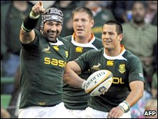 Victor Matfield celebrates his try