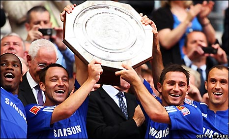 Chelsea celebrate winning the Community Shield