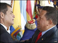Ecuador's President Rafael Correa (left) and his Venezuelan counterpart Hugo Chavez