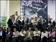 Fatah delegates wait for voting results in Bethlehem, 10 Aug