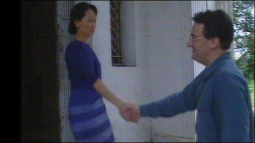 Suu Kyi meets Fergal Keane