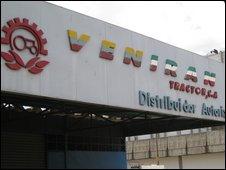 Veniran tractor garage
