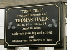 Memoral plaque to Tom Haile