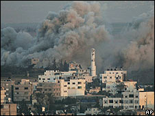 Smoke rises from Gaza City during Israeli operation, 13 Jan 2009