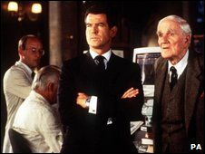Pierce Brosnan as James Bond and Desmond Llewelyn as Q in The World Is Not Enough