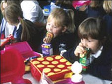 Pupils eating packed lunches