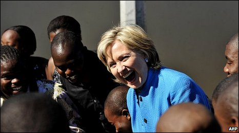 Hillary Clinton with a South African choir near Cape Town, 8 August 2009