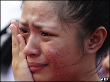 A woman cries Qishan rescue centre (14 August 2009)