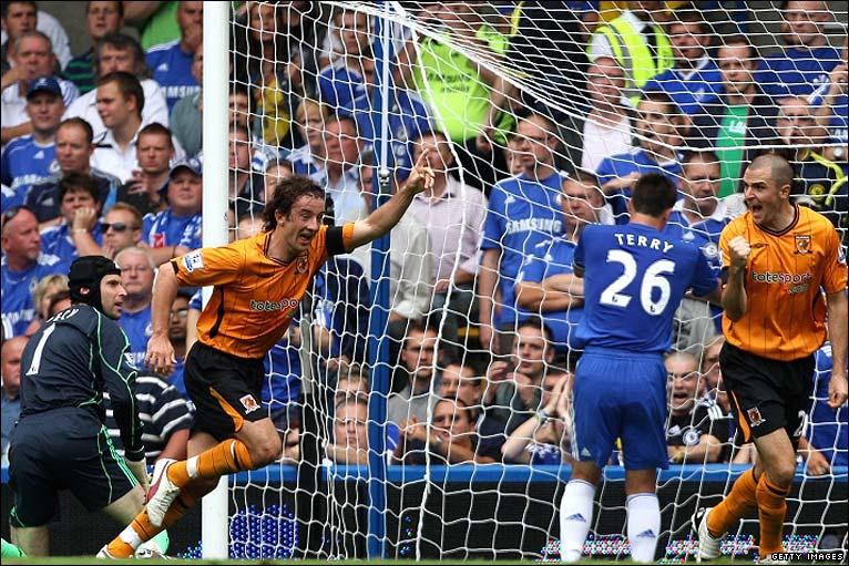 Stephen Hunt celebrates his goal