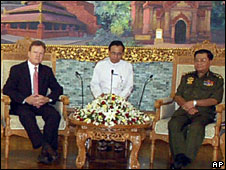 Senator Jim Webb (L) and Gen Than Shwe (R) - image from MRTV video footage