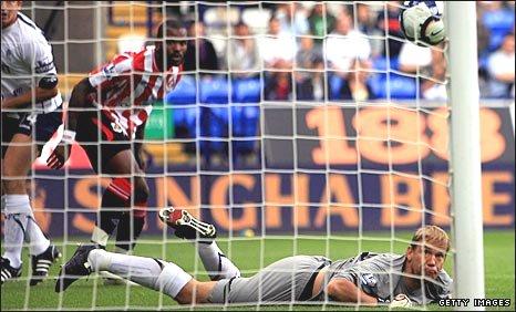 Darren Bent watches as his header eludes Bolton keeper Jussi Jaaskelainen