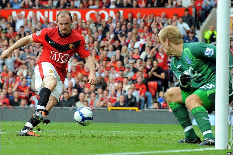 Rooney taps in Man Uniteds goal